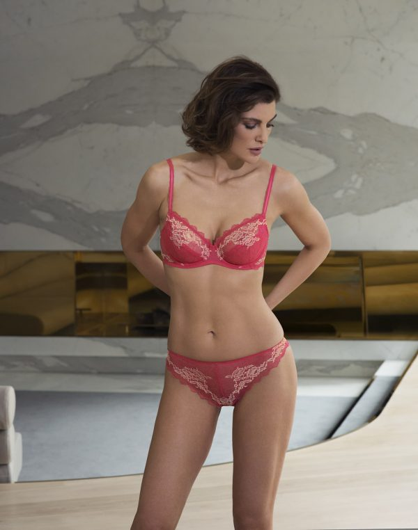 wearing the Wacoal Lace Perfection Wire Bra in Honeysuckle