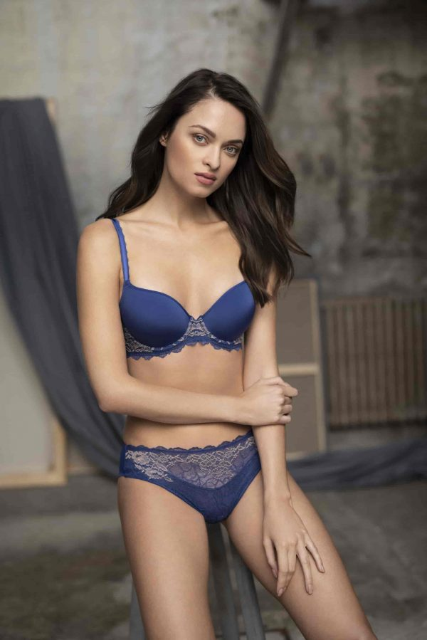 wearing the Wacoal Lace Perfection Contour Bra in Sapphire Blue